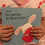 """Buch-Rezension, Lesen mit Kindern: """"Nur noch kurz die Ohren kraulen?"""" von Jörg Mühle aus dem Moritz Verlag."""