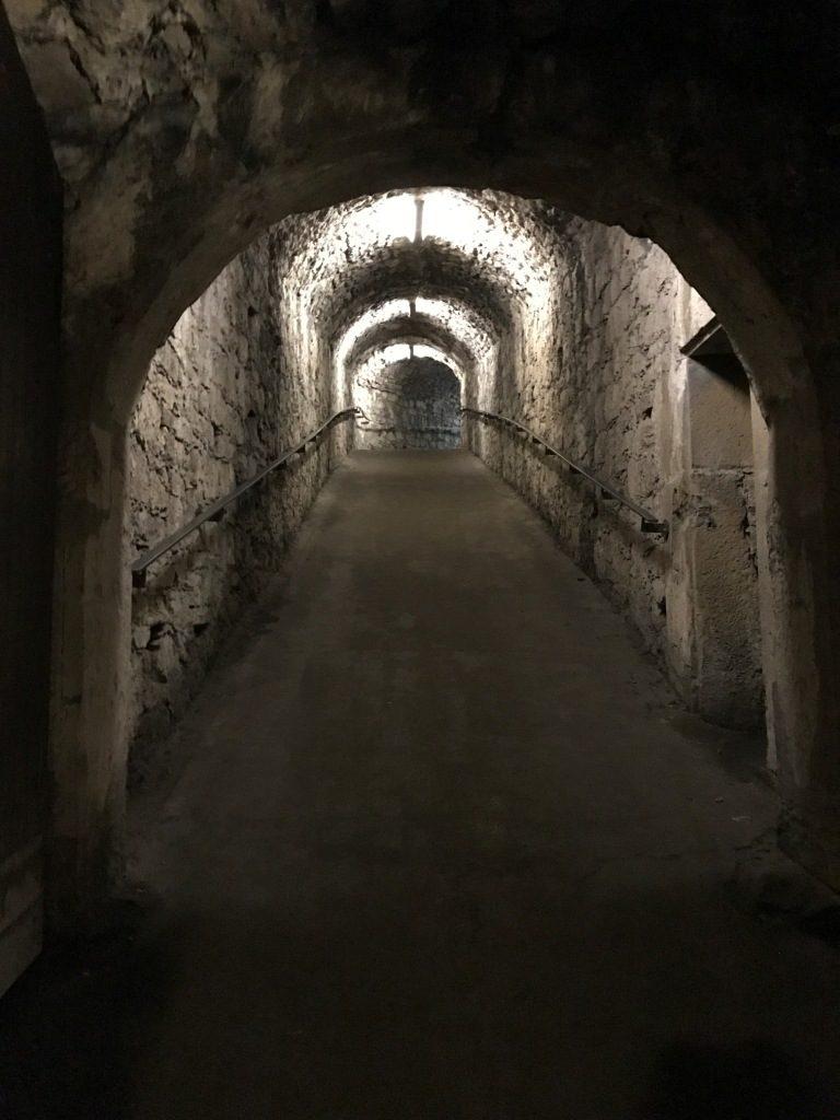 Ein Tunnel in den Kasematten