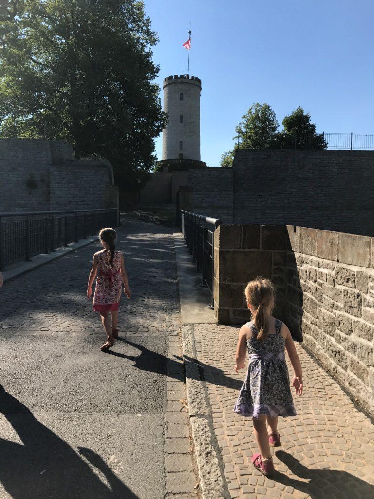 Die Brücke zur Sparrenburg