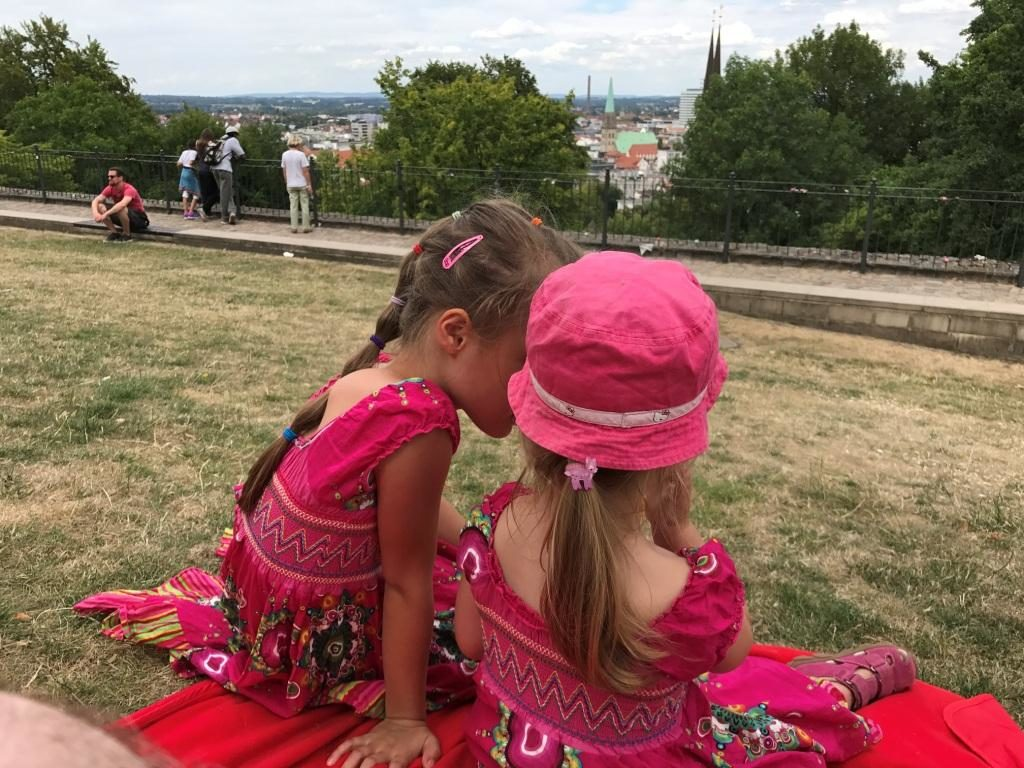 Picknick mit Aussicht von der Sparrenburg in Bielefeld
