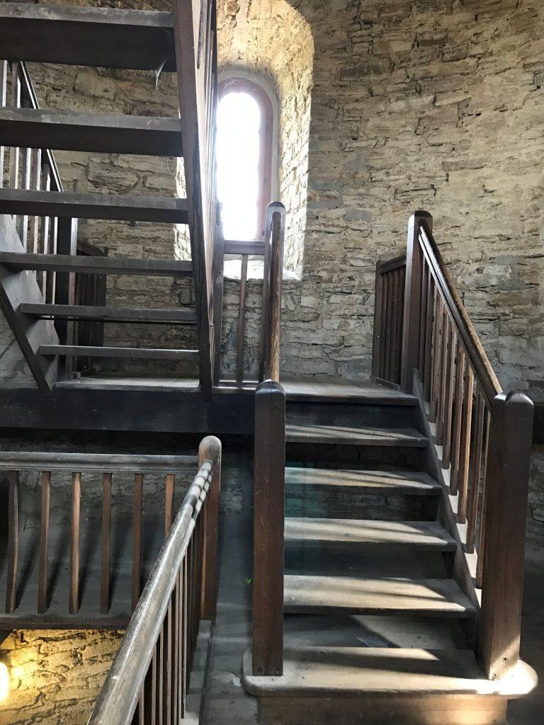 Die Treppen hoch zum Turm der Sparrenburg