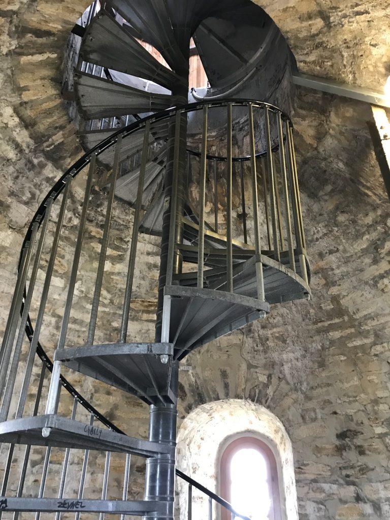 Eine Wendeltreppe im Turm der Sparrenburg