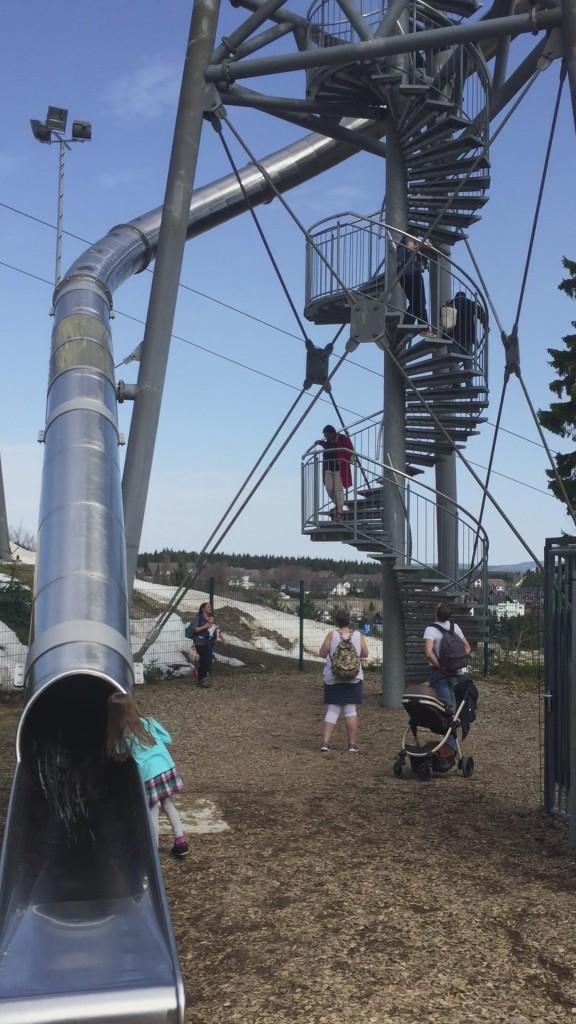 Panorama Erlebnis Brücke Winterberg Erlebnisberg Kappe mit Kindern