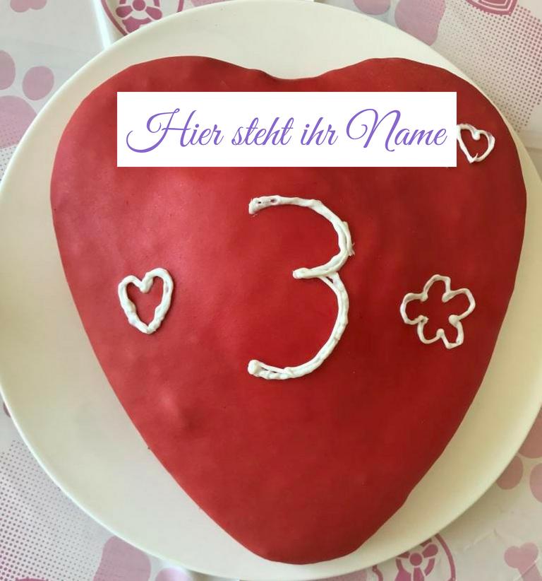 roter Regenbogenkuchen mit der Zahl 3