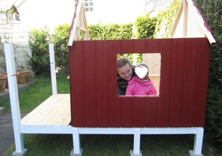 DIY-Projekt: Garten-Spielhaus für Kinder selber bauen - Das Aufstellen der Wände