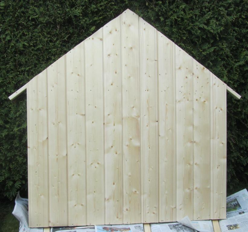 DIY-Projekt: Garten-Spielhaus für Kinder selber bauen - Die Rückwand