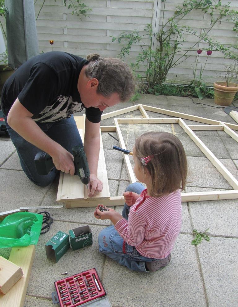DIY-Projekt: Garten-Spielhaus für Kinder selber bauen