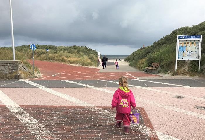Urlaub auf Juist mit Kindern - auf dem Weg zum Strand