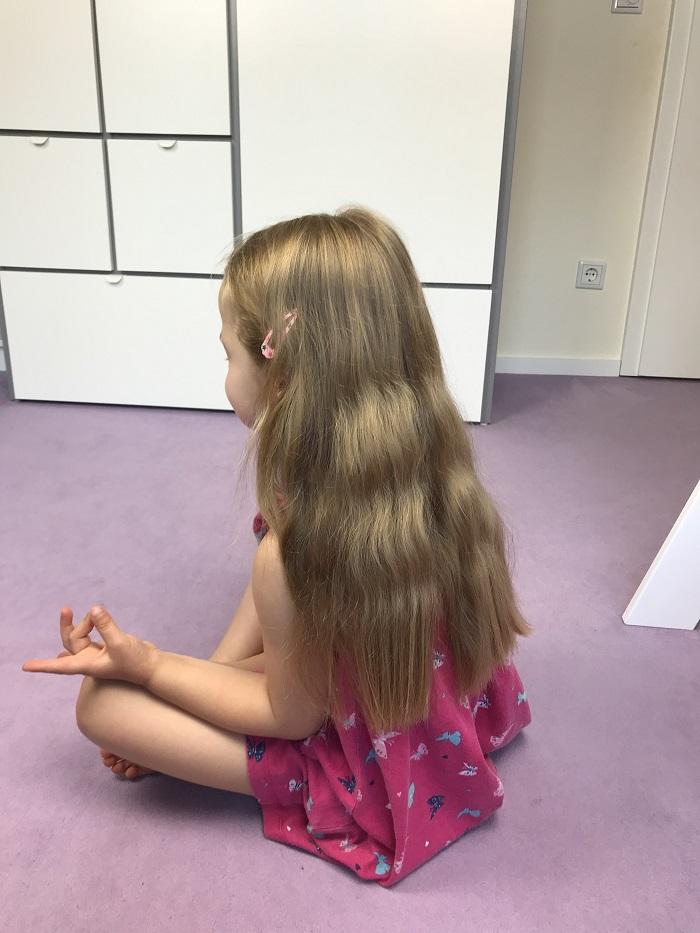 Meditation mit Kindern - BuddhaBoo App - Kind meditiert