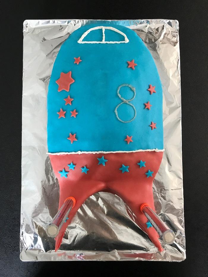 Rezept Raketenkuchen zum Kindergeburtstag Kuchen verzieren