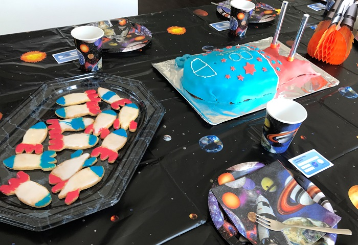 Rezept Raketen-Kuchen zum Kindergeburtstag Kuchen mit Weltraum Deko