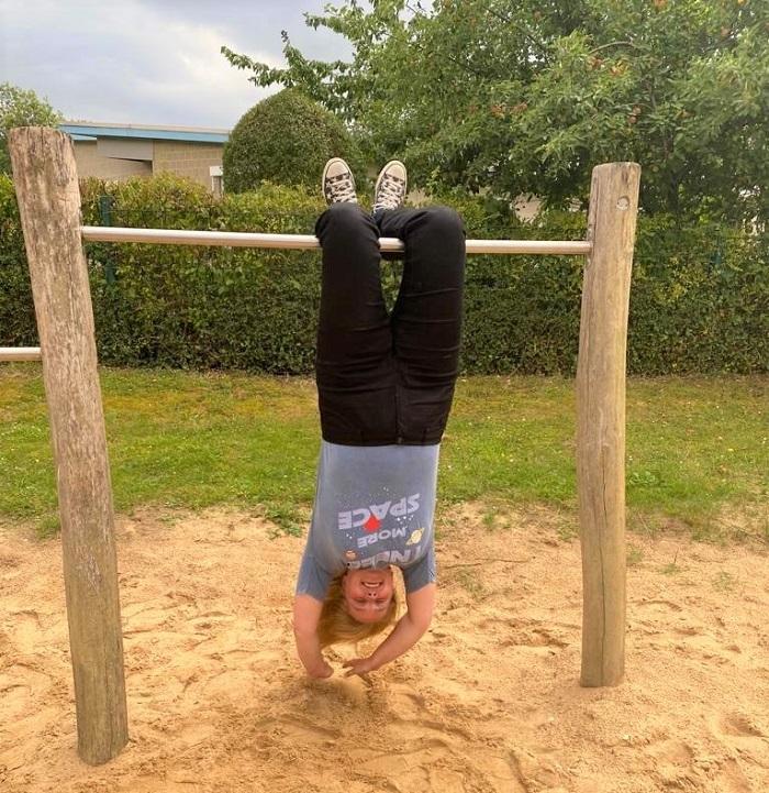 Handstand lernen in 4 Wochen - kopfüber auf dem Spielplatz