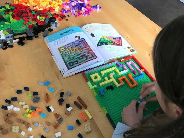 30am30 - 30 schöne Momente im Dezember 2020 - Lego bauen mit dem Lego Buch