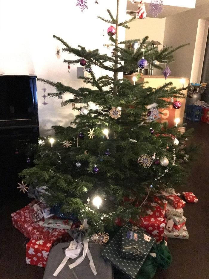 30am30 - Weihnachtsbaum mit Geschenken