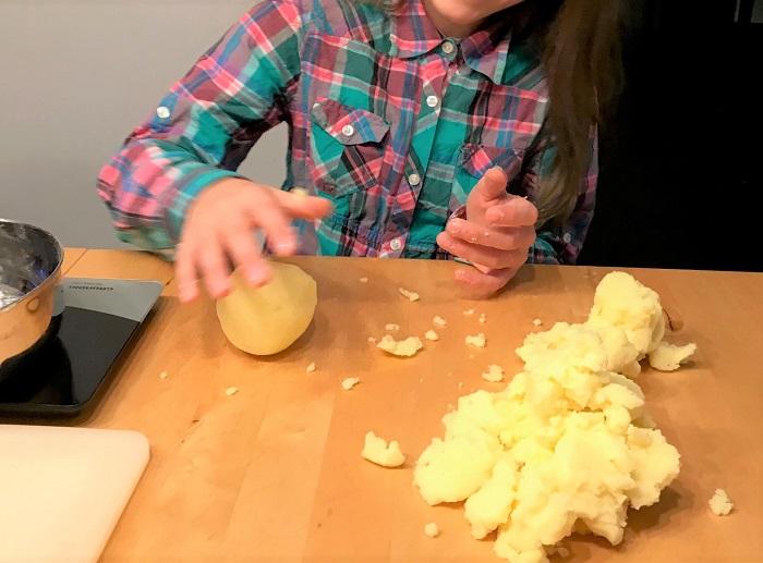 30am30 - Kinder helfen beim kochen