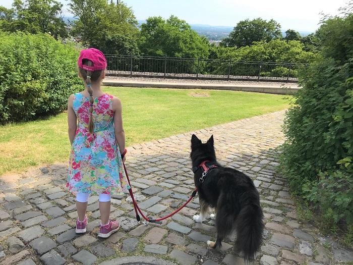 30am30 - 30 schöne Momente im Juni 2021 - Kind mit Hund